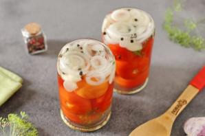 Маринованные помидоры с луком и чесноком на зиму - фото шаг 6