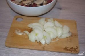 Мясо с грибами и сыром в духовке - фото шаг 3