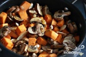 Свинина с грибами и сладким картофелем - фото шаг 5