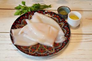 Салат с обжаренными кальмарами - фото шаг 1