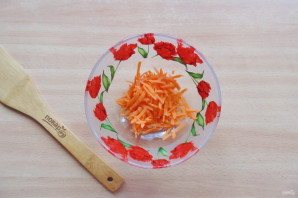 Салат из редьки, яблока и моркови - фото шаг 2