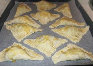 Пирожки из слоеного дрожжевого теста - фото шаг 5