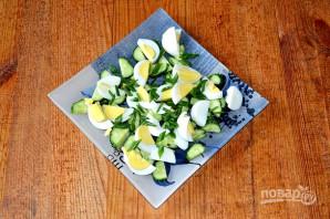 Салат с яйцом, огурцом, зеленым луком и сметаной - фото шаг 4