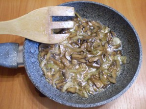 Салат с горошком и грибами - фото шаг 3
