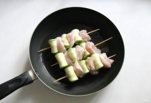 Куриные шашлычки с кабачками - фото шаг 5