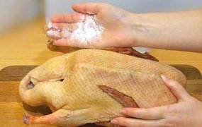 Утка, фаршированная гречкой и грибами - фото шаг 1