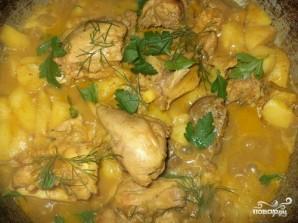 Тушеная картошка с куриными ножками - фото шаг 5