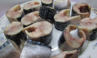 Рыбные консервы в мультиварке - фото шаг 1