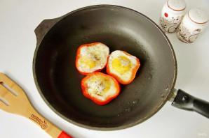 Яичница в болгарском перце - фото шаг 5