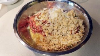 Тефтели в духовке с сыром - фото шаг 2