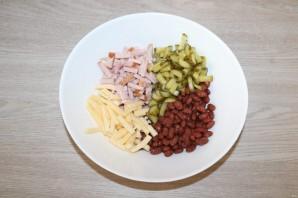 Салат с фасолью, ветчиной и сухариками - фото шаг 3
