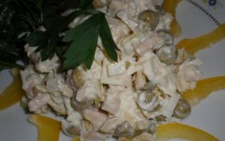 Простой салат из консервированных кальмаров - фото шаг 2