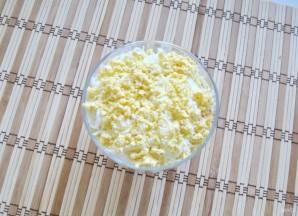 Салат с яйцами, сыром и помидорами - фото шаг 6