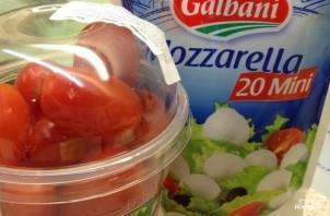 Салат с моцареллой и маслинами - фото шаг 1
