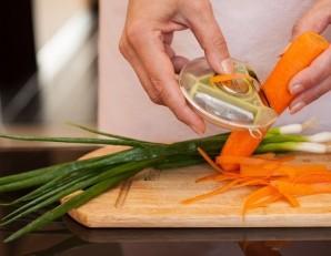 Скумбрия с морковью и луком - фото шаг 2
