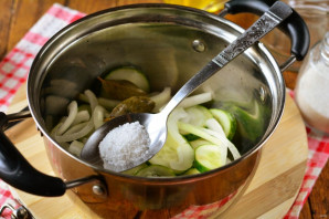 Огурцы на зиму с маслом - фото шаг 4