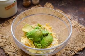 Авокадо фаршированное креветками - фото шаг 4