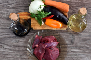 Теплый салат с говядиной и баклажанами - фото шаг 1