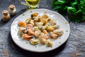 Салат с мидиями и фасолью - фото шаг 2