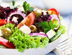 Традиционный греческий салат - фото шаг 8