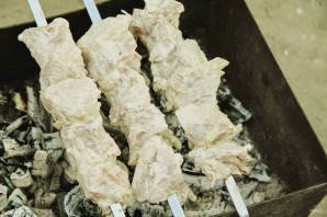 Шашлык из свинины на сметане - фото шаг 5