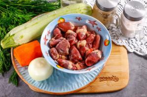 Теплый салат с куриными сердечками - фото шаг 1