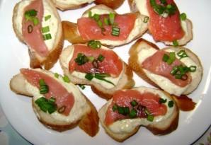 Маленькие бутерброды с красной рыбой - фото шаг 4
