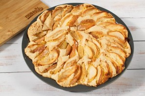 """Пирог с яблоками """"Шарлотка"""" - фото шаг 6"""
