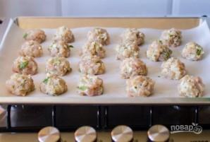 Куриные шарики в сливочном соусе с зеленым горошком - фото шаг 4