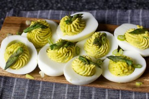 Яйца фаршированные спаржей - фото шаг 7