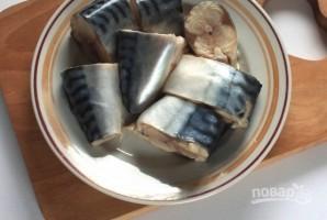 Скумбрия в духовке с картошкой - фото шаг 1