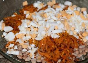 Салат с фасолью, яйцами и сухариками - фото шаг 6
