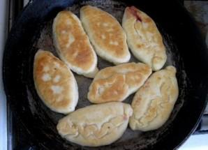 Пирожки с вишней на кефире - фото шаг 11