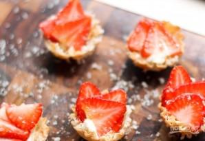 Тарталетки с сыром и клубникой - фото шаг 5
