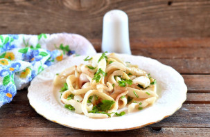 Салат с обжаренными кальмарами - фото шаг 6