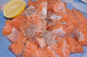 Семга в сливочно-чесночном соусе - фото шаг 2
