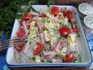 Салат с яичными блинчиками фунчозой и колбасой - фото шаг 9