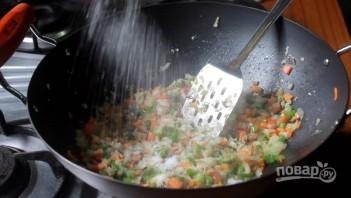 Жареный рис с овощами - фото шаг 5