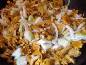 Лисички, жареные с картошкой - фото шаг 2