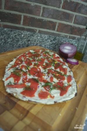 Пицца с лососем - фото шаг 7