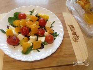 Салат с моцареллой, запеченными перцем и помидорами - фото шаг 6