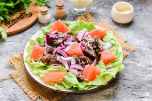 Салат с грейпфрутом и печенью