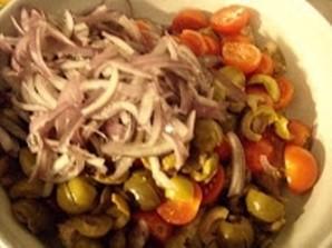 Салат с языком и помидорами - фото шаг 5