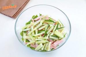 Салат из шпината с ветчиной и яйцами - фото шаг 5