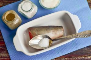 Горбуша в духовке в фольге со сметаной - фото шаг 3