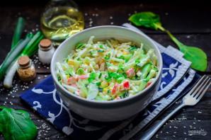 Салат с крабовыми палочками, кукурузой, огурцом и капустой - фото шаг 8