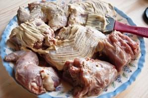 Кролик в сметанно-чесночном соусе - фото шаг 1