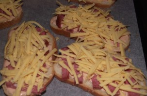 Бутерброды с копченой колбасой - фото шаг 2