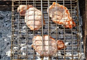Стейк из свинины на мангале - фото шаг 7