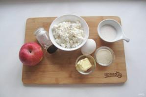 Творожная запеканка с яблоками и манкой - фото шаг 1